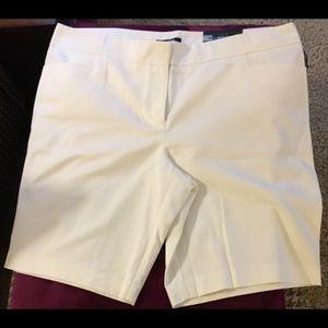 Apt 9 trouser style white Bermuda short NWT.